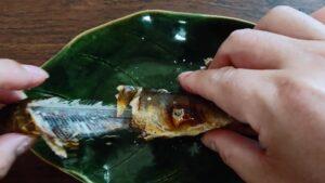 鮎の塩焼きの美味しい食べ方の説明3